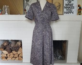 Day dress / fit and flare dress / summer dress from the 1940s. Size EU 36 / UK 10 / US 6. Waist 74 cm / 29,1 inches.
