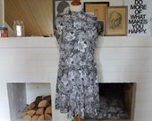 Day dress / summer dress from the 1960s. Size EU 42 / UK 16 / US 12. Waist 85 cm / 33,5 inches