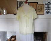 Beautiful lingerie / bed jacket from the 1960s. This can fit most sizes. Chest 106 cm / 41,7 inches