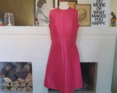 Day dress / summer dress / cocktail dress from the 1960s.  Size EU 38 / UK 12 / US 8. Waist 77 cm / 30,3 inches