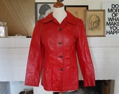Jacket / coat in leather from the 1970s. (possible the early 1980s). Size EU 36 / UK 10 / US 6. Chest 90 cm / 35,4 inches