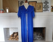 Beautiful lingerie / robe from the 1960s. This can fit most sizes.  Size EU 44 / UK 18 / US 14. Chest 110 cm / 43,3 inches