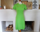 Day dress / summer dress from the 1960s. Size EU 38 / UK 12 / US 8. Waist 76 cm / 29,9 inches