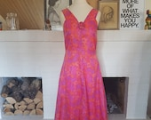 Lovely evening dress / maxi dress from the 1960s. Size EU 34 / UK 6 / US 2. Chest 86 cm / 33,9 inches. Waist 74 cm / 29,1 inches