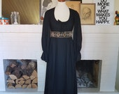 Cool evening / maxi dress from the 1970s. Size EU 32-34 / UK 4-6 / US 0-2. Chest 82 cm / 32,3 inches Empire cut 68 cm / 26,8 inches