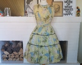 Dress dress / summer dress from the 1950s. With flaws. Size EU 34 / UK 8 / US 4. Waist 68 cm / 26,8 inches