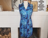 Day / Summer wrap around dress from the late 1960s. Size EU 38 / UK 10 / US 6. Waist 79 cm / 31,1 inches.