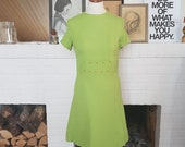 Day / Summer dress from the late 1960s. Size EU 36 / UK 8 / US 4. Waist 74 cm / 29,1 inches