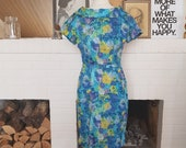 Day / Summer bombshell dress from the late 1950s or early 1960s. Size EU 36 / UK 8 / US 4. Waist 72 cm / 28,3 inches
