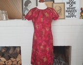 Summer dress from the 1960s. Size EU 38 / UK 10 / US 6. Chest 94 cm / 37 inches. Waist 82 cm / 32,3 inches