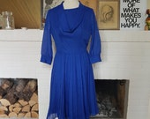 Lovely dress from the 1960s. Size EU 34 / UK 6-8 / US 2-4. Waist 68 cm / 26,8 inches