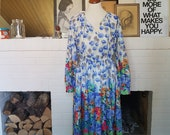 Wonderful dress from the late 1970s. Size EU 34 / UK 6 / US 2. Waist 60-70 cm / 23,6-27,6 inches