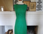 Day dress / form-fitting dress / sumemr dress from the 1960s.  Size EU 36 / UK 10 / US 6. Waist 73 cm / 28,7 inches