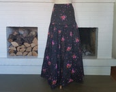 Long skirt from the late 1960s or possible the 1970sSize EU 40 / UK 12 / US 8. Waist 80 cm / 31,5 inches
