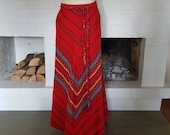 Maxi skirt / long skirt from the 1970s. Size EU 36 / UK 10 / US 6. Waist 73 cm / 28,7 inches