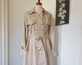 Coat / Jacket / Trehchcoat from the 1970s.Size EU 38-40 / UK 12-14 / US 8-10. Chest 96 cm / 37.8 inches