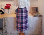 Beautiful skirt from around the 1960s / 1970s. Size EU 34-36 / UK 8-10 / US 4-6. Waist 71-72 cm / 25.2 inches