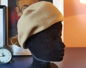 Sweet hat form the 1960s. sand colored hat. Size / inner circumference 54 cm / 21,5 inches