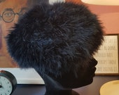 Feather hat from the 1960s. Width around head 58 cm / 22,8 inches.