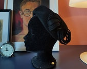 Little black hat from the 1950s or 1960s. vintage hat. Size 55 cm / 21,7 inches