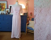 Evening dress from the 1960s. With flaws. Size EU 36 / UK 10 / US 6. Waist 72 cm / 27,3 inches.