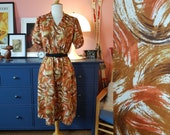 Day dress from the 1960s/1970s. Size EU 40-44 / UK 14-18 / US 10-14. Chest 112 cm / 44,1 inches