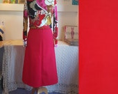 Red skirt from the 1960s or 1970s. Size EU 40 / UK 14 / US 10. Waist 82 cm / 30,7 inches