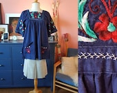 Lovely blouse from the 1970s. Size EU 36 / UK 10 / US 6.  Chest 88 cm / 34,6 inches