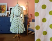 Day dress from the 1960s. Rare larger size vintage. Size EU 46-48 / UK 20-22 / US 16-18. Waist 96 cm / 37,8 inches.