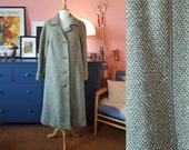 Winter coat from the 1960s. Coat in pure mew wool. Size EU 44-46 / UK 18-20 / US 14-16. Chest 110 cm / 43,3 inches.