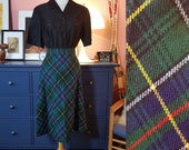 Wool mix skirt from the 1960s or 1970s. Tartan skirt. Size EU 40 / UK 14 / US 10.  Waist 82 cm / 32,3 inches