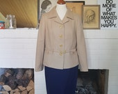 Jacket / coat from the 1960s or possible the 1970s. Size EU 38-40 / UK 10-12 / US 6-8. Chest 98 cm / 38,6 inches