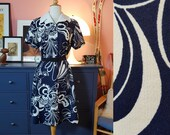 Day dress from the 1960s/1970s. Size EU 42 / UK 16 / US 12. Chest 102 cm / 40,2 inches