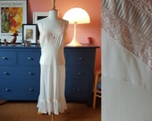 Slip dress / underdress / lingerie from the 1960s. Size EU 38-40 / UK 12-14 / US 8-10.  Waist 80 cm / 31,5 inches