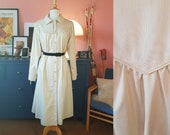 Coat from the 1960s. Trench coat. Size EU 38 / UK 12 / US 8.  Chest 94 cm / 37 inches