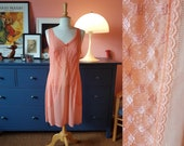 Slip dress / under dress / lingerie from the 1960s. Size EU 38 / UK 12 / US 8.  Chest 94 cm / 37 inches.