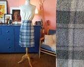 Tartan skirt probably from the 1970s. Tartan kilt. Size EU 32-34 / UK 6-8 / US 2-4.  Waist 64-68 cm / 25,2-26,8 inches