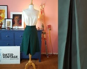 Green Skirt from the late 1960s or early 1970s. Size EU 36 / UK 10 / US 6. Waist 75 cm / 29,5 inches