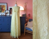 Long dress from the 1960s. evening dress from the 60s. Size EU 32 / UK 6 / US 2. Waist 66 cm / 26 inches