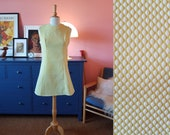 Yellow summer dress / GoGo dress from the 1960s. Size EU 38 / UK 12 / US 8. Waist 78 cm / 30,7 inches