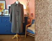 Brown coat from the 1960s. Wool coat from the 60s. Size EU 38-40 / UK 12-14 / US 8-10. Chest 100 cm / 29,4 inches.