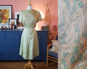 Day dress from the 1950s/1960s. With flaws - needs fixing! Size EU 34 / UK 8 / US 4. Waist 68 cm / 26,8 inches.