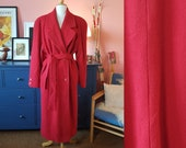 Red wool coat from the late 1980s or possible early 1990s. Size EU 48-50 / UK 22-24 / US 18-20. Chest 120 cm / 47,2 inches.
