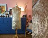 Lovely cocktail dress from the 1960s. 60s gold dress. Size EU 36 / UK 10 / US 6. Hips 94 cm / 37 inches