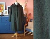Worm wool winter coat from the 1970s. Winter coat with hoodie. Size EU 48-50 / UK 22-24 / US 18-20. Chest 120 cm / 47,2 inches.