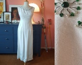 Beautiful white evening dress from the 1960s // Wedding dress from the 1960s. EU 32-34 // UK 6-8 // US 2-4. Waist 66 / 26 inches