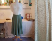 Lovely skirt from the 1950s. Pleated skirt. Size EU 32 / UK 6 / US 2. Waist 64 cm / 25,2 inches