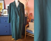 Green wool coat from the late 1980s or possible early 1990s. Size EU 48-50 / UK 22-24 / US 18-20. Chest 120 cm / 47,2 inches.
