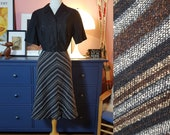 Wool mix skirt from the 1970s. Size EU 38 / UK 12 / US 8.  Waist 76 cm / 29,9 inches
