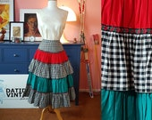 Beautiful cotton skirt from the early 1950s. Size EU 34 / UK 8 / US 4. Waist 69 cm / 27,2 inches